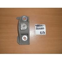 Кронштейн крепления переднего стабилизатора Б/У 4882450060