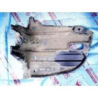 Пыльник картера двигателя правый Б/У 5839805020